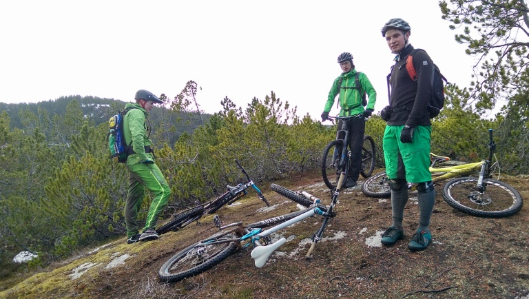 The remainder of the gang after Halvor had left, ready to his the trail down from the top of Høvringsberget