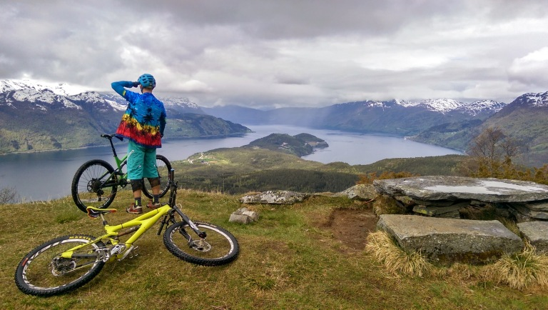 posing above hundvikfjorden in hawaiin shirts with ibis and kona enduro bikes